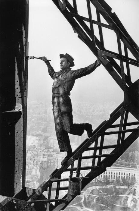 Ảnh : Người Thợ Sơn trên Tháp Eiffel (Peintre de la Tour Eiffel).