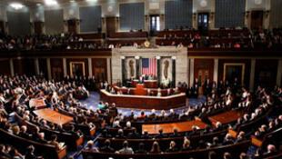 مجلس نمایندگان آمریکا قصد دارد اختیارات دونالد ترامپ برای حمله به ایران را محدود کند.