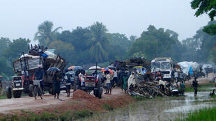 Civilians were being displaced from parts of Kilinochchi and Mullaitivu Districts, Sri Lanka in 2009.