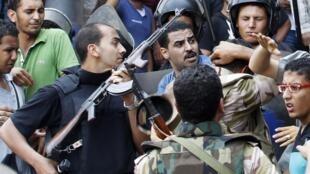 La police égyptienne a arrêté une trentaine d'étrangers, dont des bosniaques… ils sont accusées de rébellion, et de préparation d'actes de terrorisme.