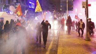 Manifestation d'opposants à Recep Tayyip Erdogan, le 25 février 2014, à Istanbul.