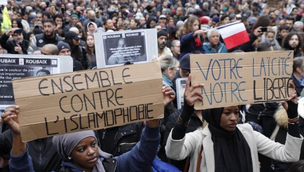 """11月10日,示威者在巴黎舉行""""反對仇視伊斯蘭教""""遊行。"""