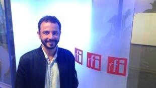 O artista Rodrigo Braga apresenta sua primeira exposição individual em Paris.
