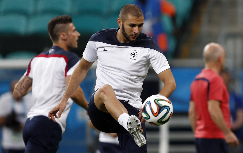 Cầu thủ sáng giá của đội tuyển Pháp Karim Benzema (G). Ảnh chụp ngày 19/06/2014 tại sân vận động Arena Fonte Nova,