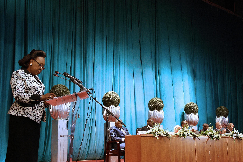La présidente centrafricaine Catherine Samba-Panza à la tribune, lors des négociations de paix à Brazzaville, le 21 juillet 2014.