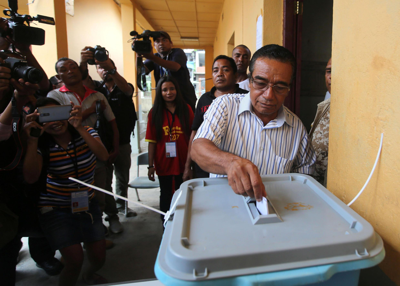 Francisco Guterres casting his ballot