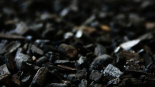 Le carbone.