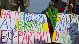 Brasileiros e franceses manifestam em Paris contra o fascismo no Brasil
