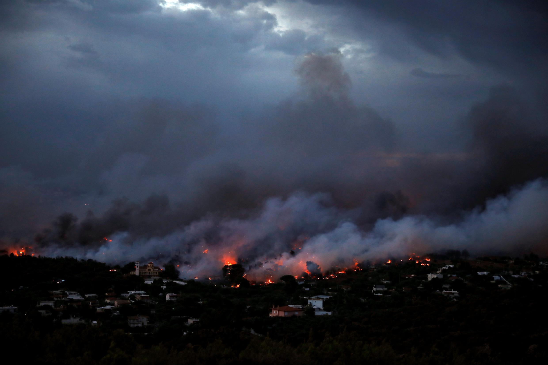 Пожар в греческом городе Рафине, в 55 километрах от Афин, 23 июля 2018