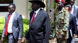 Salva Kiir se prépare à accueillir une délégation de l'ONU, le 20 octobre 2019.