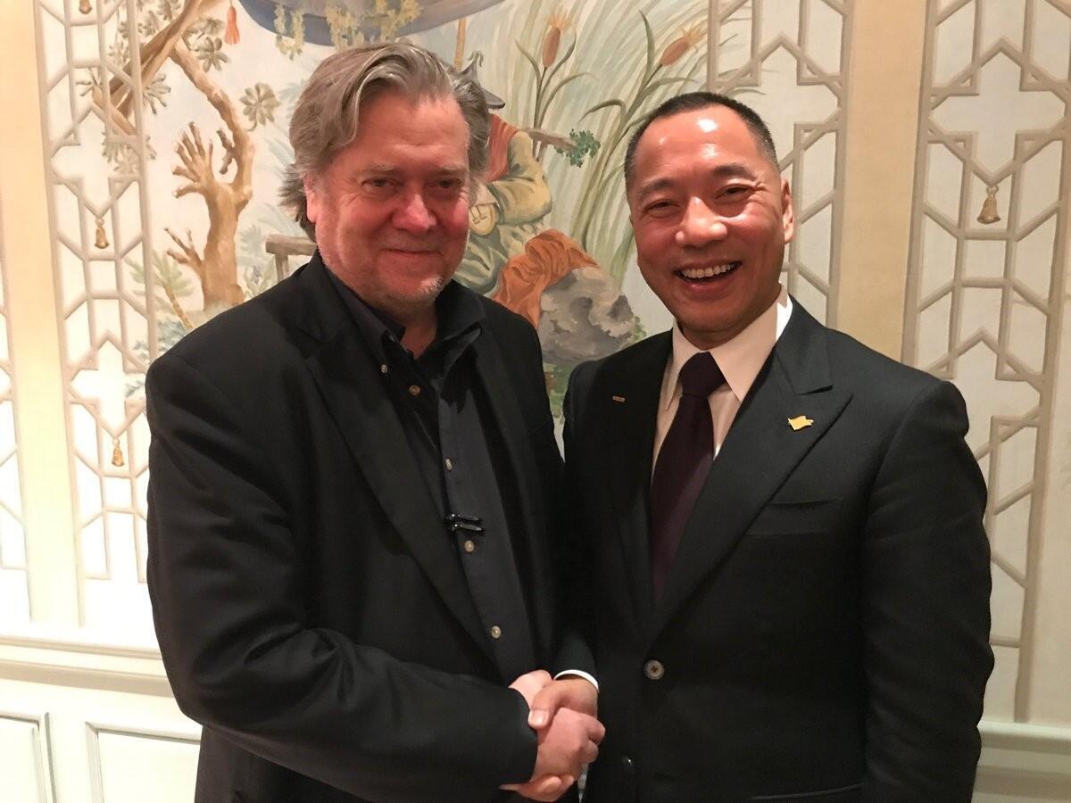 郭文贵的推特网页登着他与前白宫首席顾问班农的合照。(网络截图)