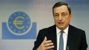 Thống đốc Ngân hàng Trung ương Châu Âu (ECB) Mario Draghi trong cuộc họp báo hàng tháng tại trụ sở ở Frankfurt, 07/11/2013