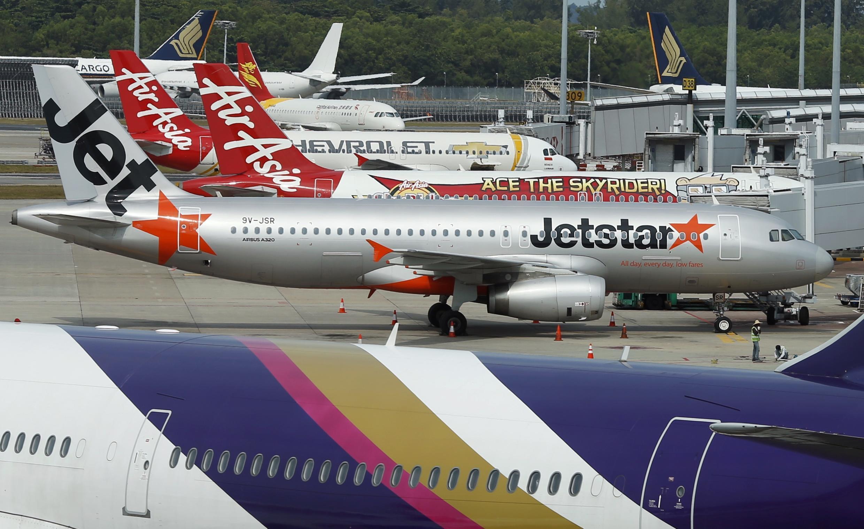 Máy bay của JetStar và AirAsia tại sân bay Singapore Changi, ngày 06/02/2014