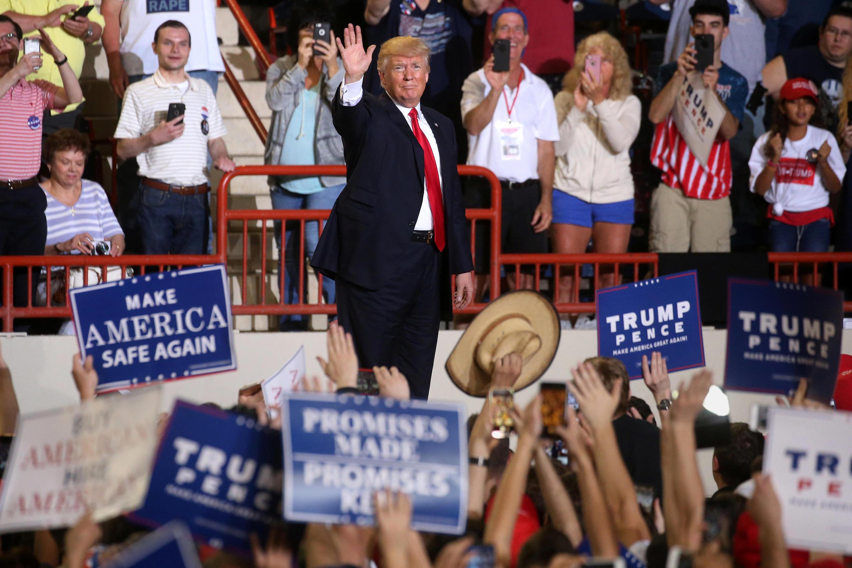 دونالد ترامپ، رییسجمهوری آمریکا، در جمع هواداران خود در پنسیلوانیا از عملکرد صد روزه دولت خود دفاع کرد