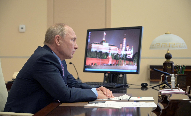 ولادیمیر پوتین برای ایفای نقش میانجی در تنش بین ارمنستان و جمهوری آذربایجان با مقامات امنیت ملی روسیه رایزنی کرد.