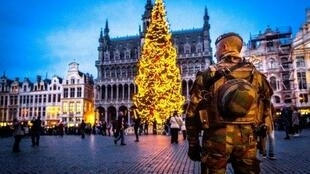 A serviceman patrols on the Grand-Place in Brussels on December 20, 2016