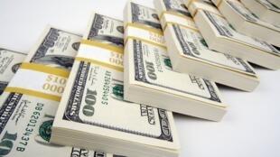 اسکناس ١۰۰ دلاری