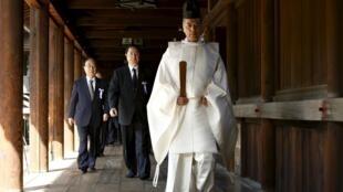 Các nghị sĩ Nhật Bản đến viến đền Yasukuni, tại Tokyo ngày 22/04/2016.