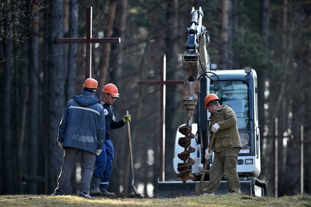 4 апреля на мемориале Куропаты под Минском снесли 70 крестов