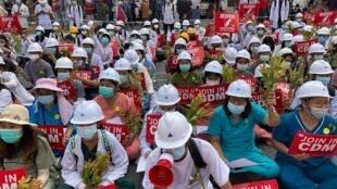 bimanie-manifestation-anti-coup-desobeissance-civile