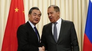 中國國務委員兼外長王毅與俄羅斯外長拉夫羅夫資料圖片