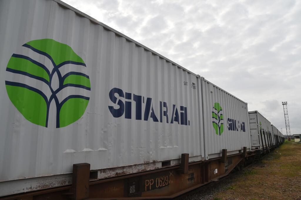 Des containers de la compagnie ferroviaire Sitarail à la gare de Treichville, à côté d' Abidjan, en Côte d'Ivoire.