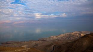 Mar Morto visto da Cisjordânia em 20 de fevereiro de 2018.