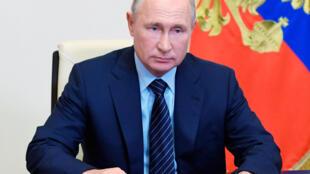 2020-07-30T130348Z_1400653272_RC2P3I9GGGSQ_RTRMADP_3_RUSSIA-PUTIN