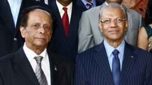 L'ancien Premier ministre Anerood Jugnauth (g.) et l'actuel Premier ministre, Navin Ramgoolam (d.), ici en 2011.