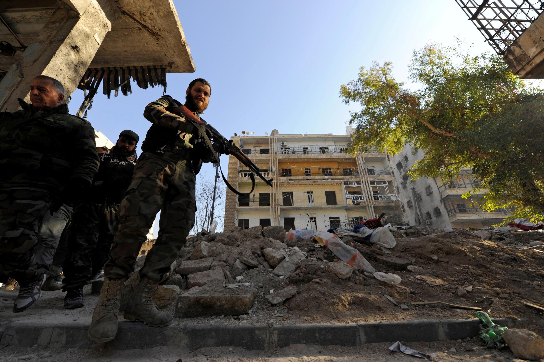 Боец, воющий на стороне режима Башара Асада в Алеппо, 9 декабря 2016 г.