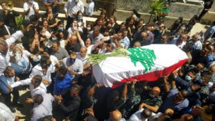 Funeral en la localidad libanesa de Miniyeh (norte), el 9 de agosto de 2020, del bombero Michel Khuzami, fallecido en las explosiones del puerto de Beirut