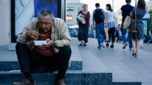 26 multimillonarios concentran tanta riqueza como la mitad de la Humanidad, denuncia Oxfam.