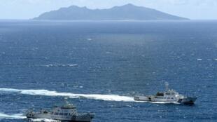 Tàu hải giám Trung Quốc gần đảo Uotsuri thuộc quần đảo có tranh chấp chủ quyền với Nhật, Senkaku/Điếu Ngư. Ảnh chụp ngày 17/01/2013