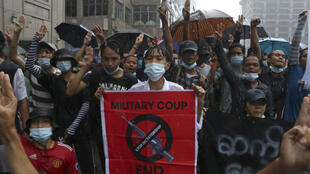 manifestants-birmanie-avril-2021