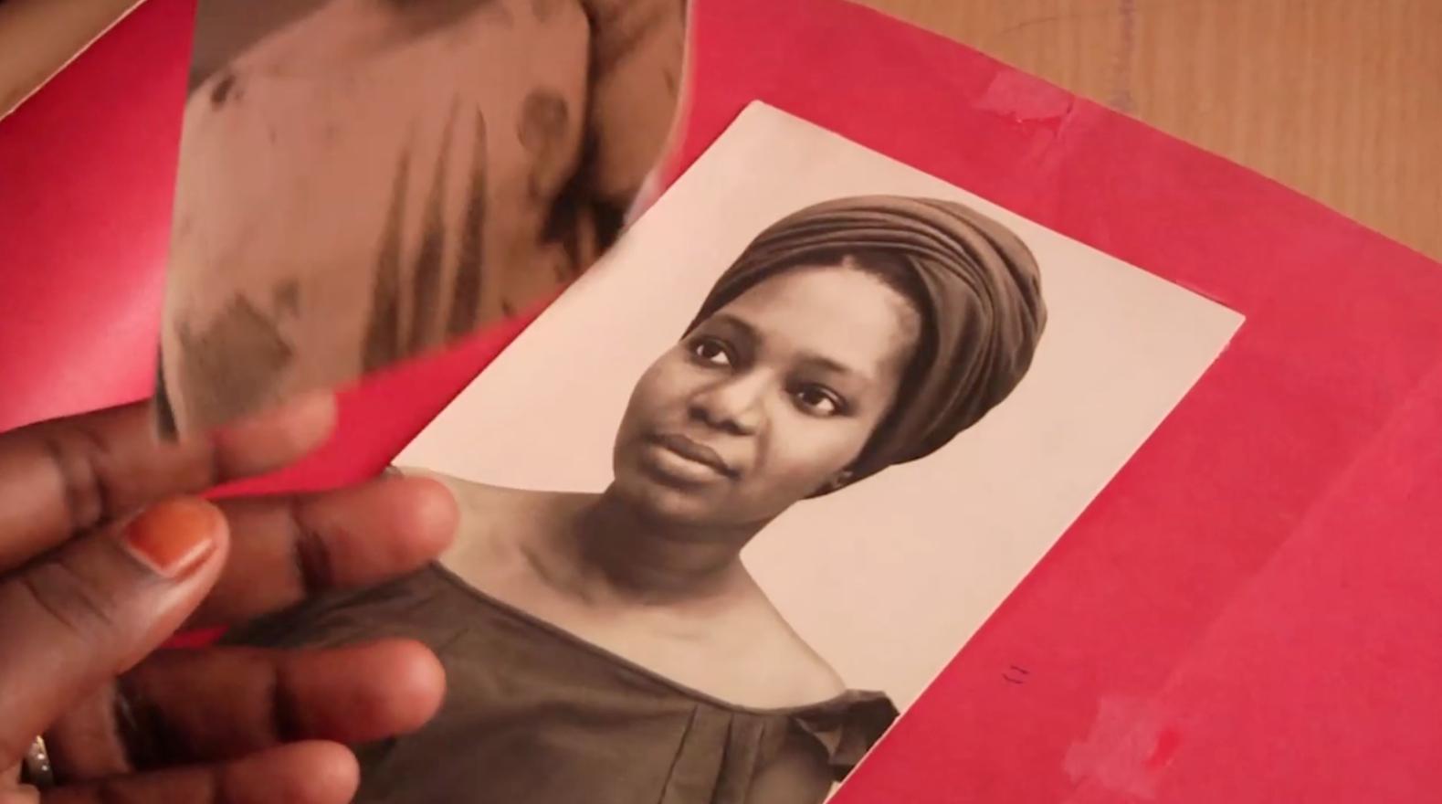 Dans le documentaire «Une simple parole», Khady Sylla et sa sœur Mariama retrouvent leur grand-mère, gardienne de la tradition orale.