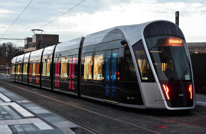 Uno de los trenes de Luxemburgo. Las apariencias pueden ser engañosas nos dice el profesor Markus Hesse, el transporte gratuito es una solución que no resuelve ningún problema.