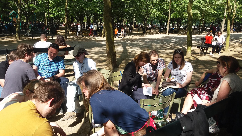 Парижский клуб ЧГК в хорошую погоду проводит тренировки в парках