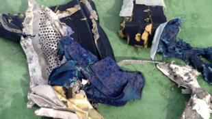 Destroços do Airbus A320 da EgyptAir encontrados no Mediterrâneo.