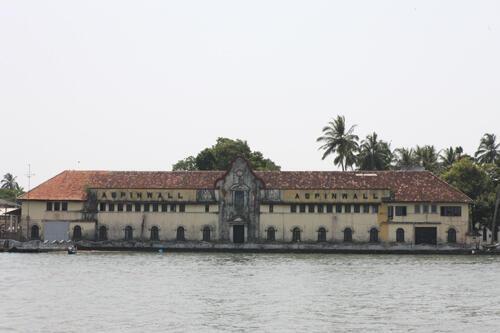 Aspinwall House. Cet ancien entrepôt d'épices nommé d'après son premier propriétaire est le principal site de la biennale Kochi-Muziris.