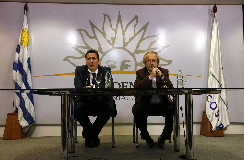 Coletiva de imprensa com o porta-voz do presidente, Diego Canepa, sobre a regulamentação da produção e venda de maconha, em Montevideo.