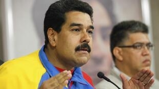 O presidente Nicolás Maduro anunciou neste domingo (16) em rede nacional a expulsão de três funcionários consulares americanos.