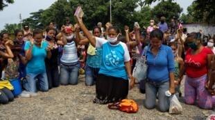 委内瑞拉监狱犯人家属抗议此次发生的对犯人的杀害