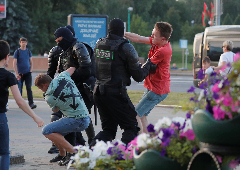 Cảnh sát Belarus đàn áp biểu tình phản đối kết quả bầu cử tổng thống. Ảnh chụp ngày 10/08/2020 tại thủ đô Minsk.