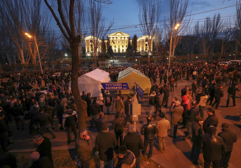 Противники Никола Пашиняна на митинге в Ереване 25/02/2021