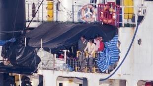 Des réfugiés tamouls arrivés par bateau au Canada, le 13 août 2010
