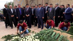 اسلام کریم اف، در زادگاهش، شهر سمرقند به خاک سپرده شد.