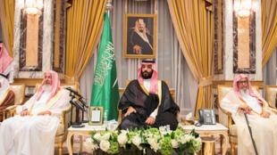 O príncipe herdeiro Mohammad Bin Salman (centro).