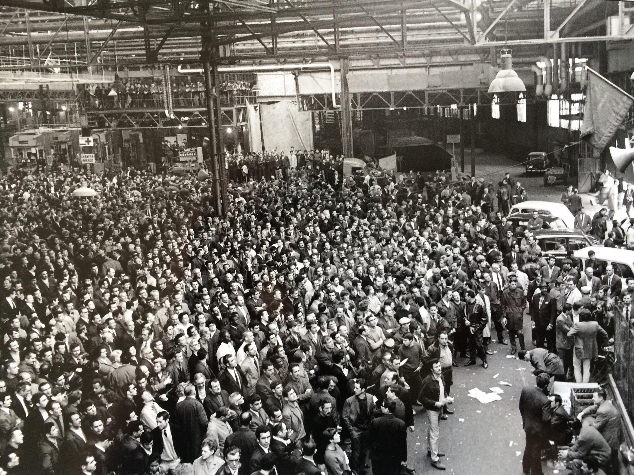 La fábrica de automóviles Renault-Billancourt el 17 de mayo de 1968 cuando se vota la huelga. Foto tomada por Aimé Halbeher, entonces secretario general del sindicato CGT de Renault-Billancourt.