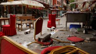 Allée touristique à Jiuzhaigou, dans le Sichuan, après le tremblement de terre du mardi 8 août 2017.
