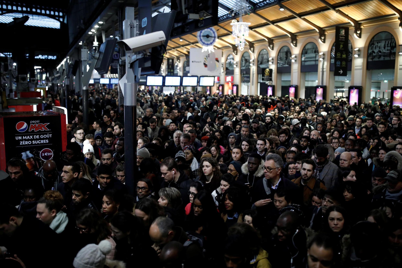 Железнодорожный вокзал Сен-Лазар во время забастовки